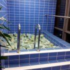 Einfach weil es geht: Ein Becken voll mit Schaumstoffwürfeln