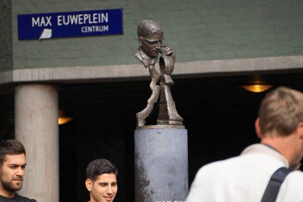 Auch der Schachweltmeister Max Euwe wurde bei der Kunst in Amsterdam nicht vergessen.