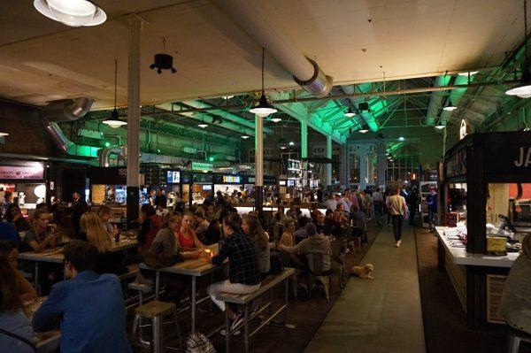 Die Foodhallen in den Hallen.